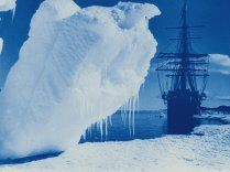 great-white-silence-1924-001-ship-seen-behind-looming-iceberg-00o-fs6